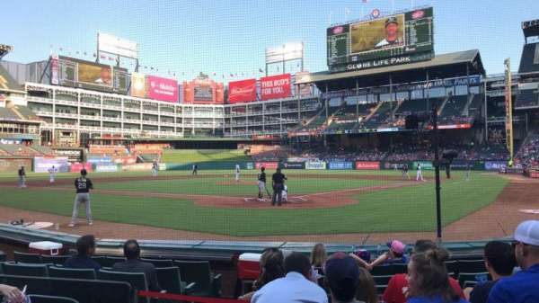 Globe Life Park in Arlington, section: 25, rangée: 5, siège: 3