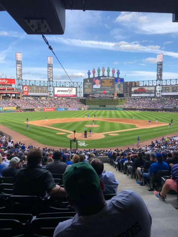 Guaranteed Rate Field, section: 132, rangée: WCH, siège: 1