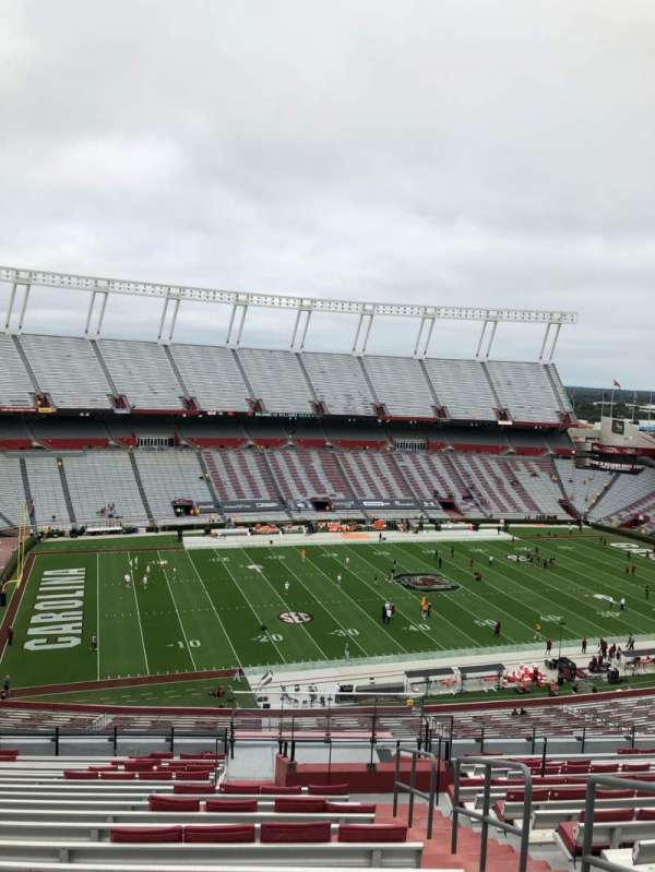 Williams-Brice Stadium, section: 302, rangée: 20, siège: 1