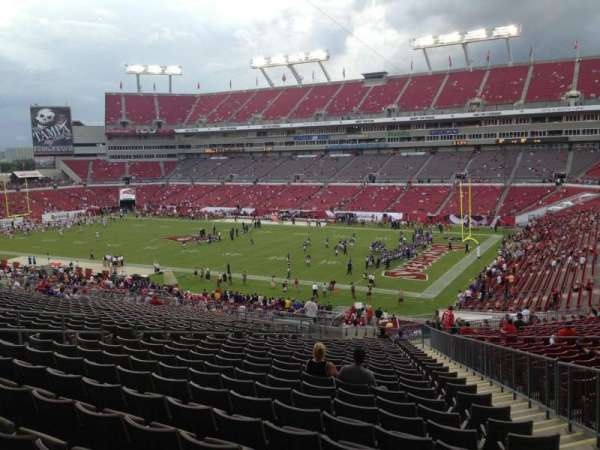 Raymond James Stadium, section: 241, rangée: CC, siège: 15