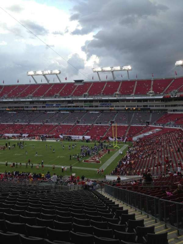 Raymond James Stadium, section: 241, rangée: CC, siège: 14