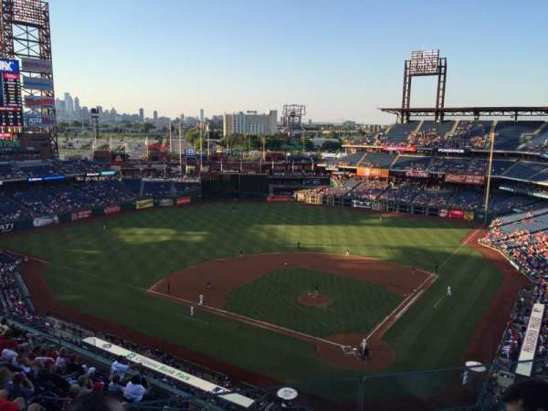Citizens Bank Park, section: 422, rangée: 3, siège: 20