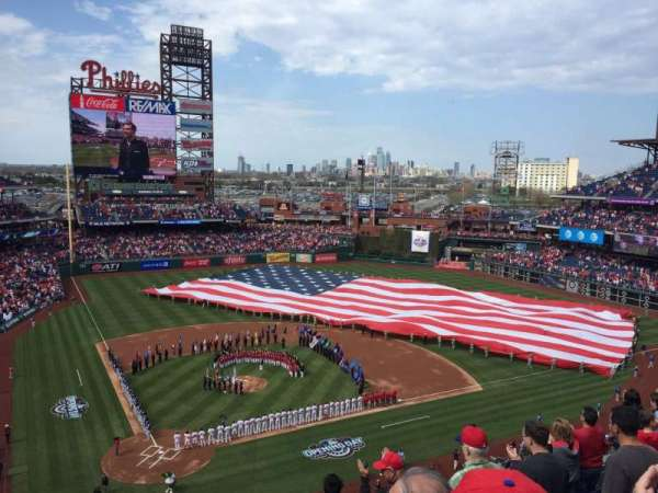 Citizens Bank Park, section: 318, rangée: 7, siège: 3