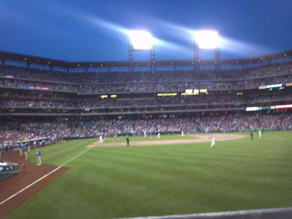 Citizens Bank Park, section: 106, rangée: 1, siège: 9