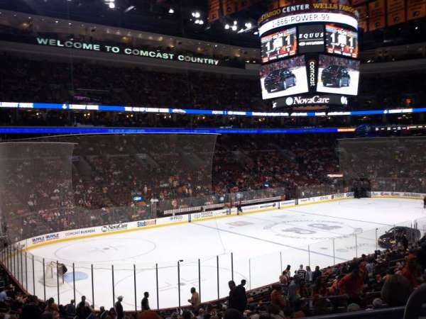 Wells Fargo Center, section: CB10, rangée: 3, siège: 10