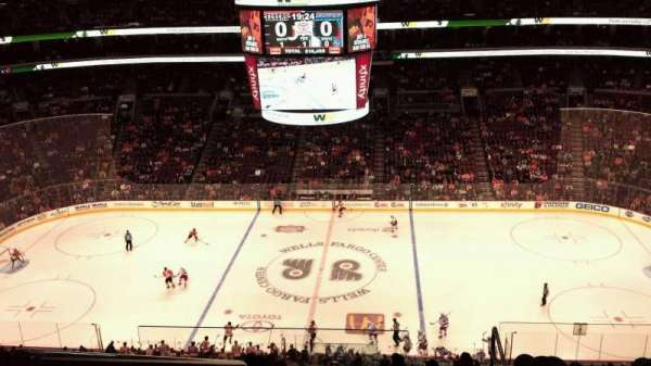 Wells Fargo Center, section: 202, rangée: 11