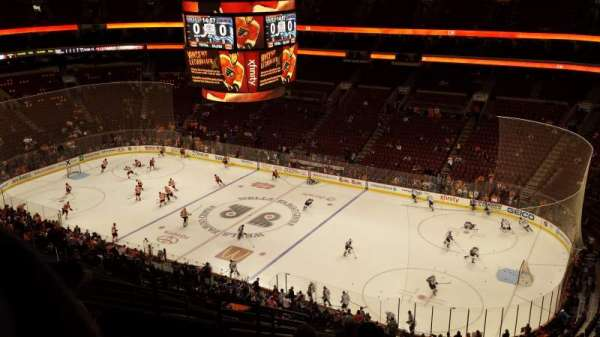 Wells Fargo Center, section: 204, rangée: 12, siège: 7