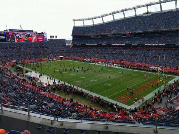 Empower Field at Mile High Stadium, section: 329, rangée: 5, siège: 9