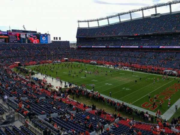 Empower Field at Mile High Stadium, section: 330, rangée: 1, siège: 7