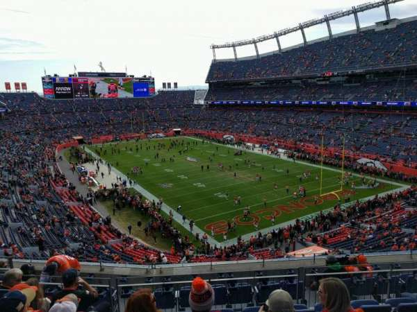 Empower Field at Mile High Stadium, section: 327, rangée: 9, siège: 9