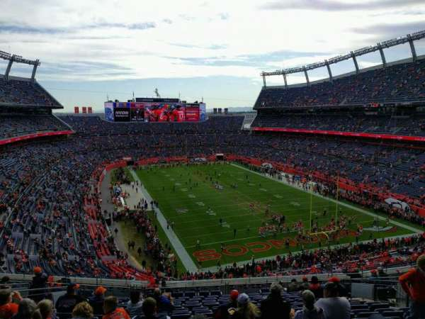 Empower Field at Mile High Stadium, section: 326, rangée: 17, siège: 13