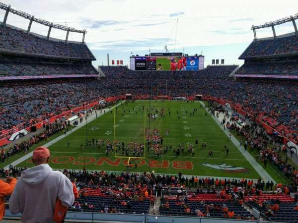 Empower Field at Mile High Stadium, section: 323, rangée: 4, siège: 19