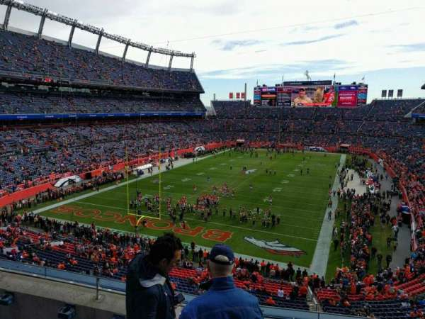 Empower Field at Mile High Stadium, section: 321, rangée: 4, siège: 3