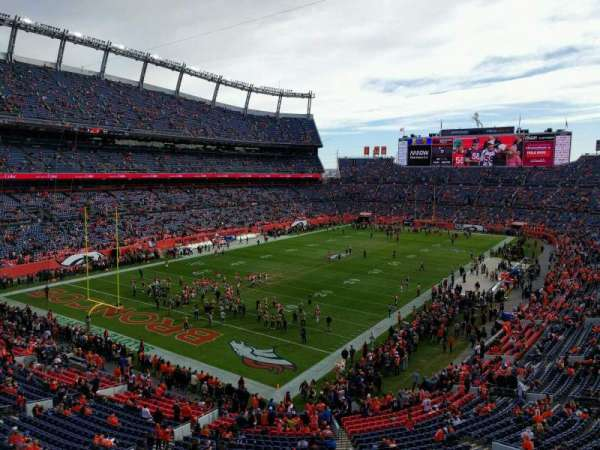 Empower Field at Mile High Stadium, section: 319, rangée: 1, siège: 6