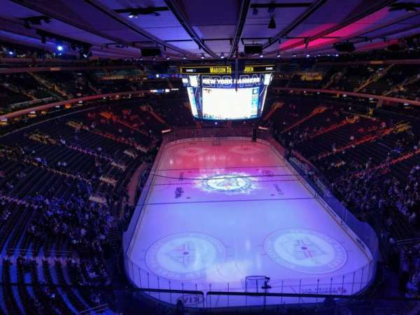 Madison Square Garden, section: 304, rangée: 2, siège: 13