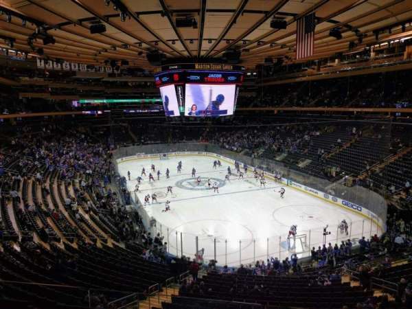 Madison Square Garden, section: 216, rangée: 3, siège: 13