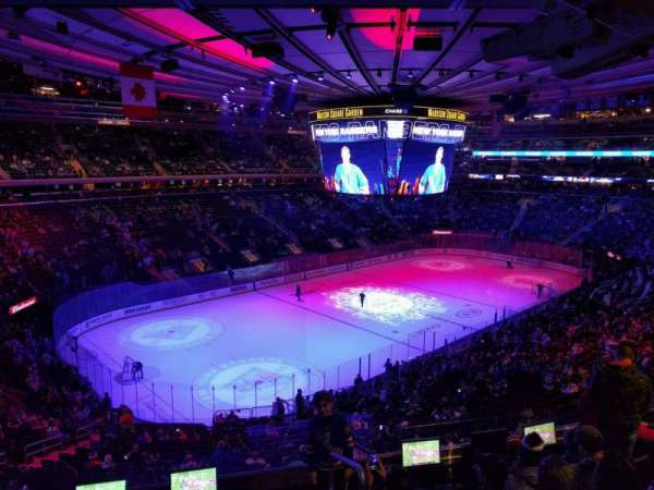 Madison Square Garden, section: 207, rangée: 6, siège: 20