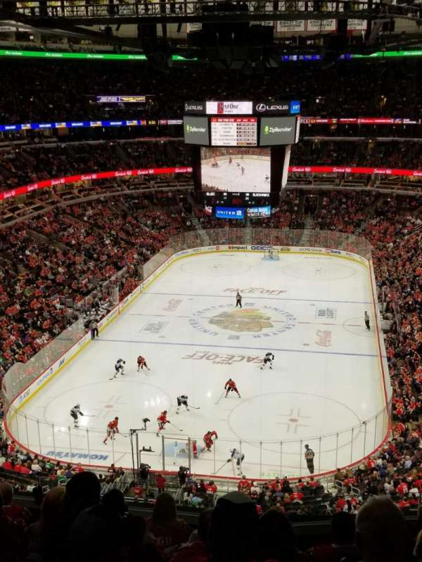 United Center, section: 325, rangée: 8, siège: 5
