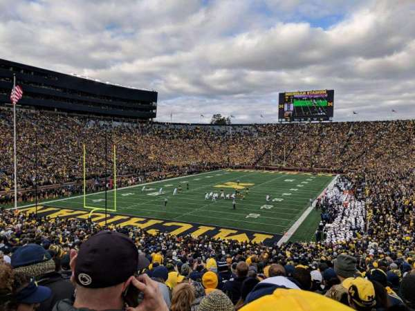 Michigan Stadium, section: 9, rangée: 51, siège: 5