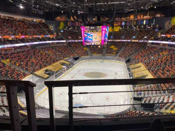 T-Mobile Arena, section: 215, rangée: A, siège: 8