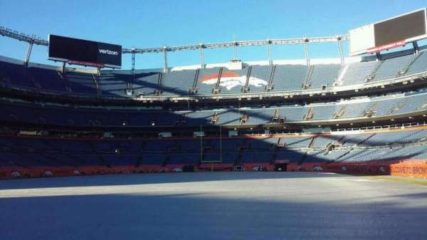 Broncos Stadium at Mile High, section: 129, rangée: 1