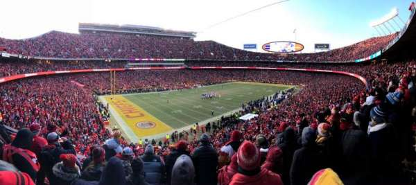 Arrowhead Stadium, section: 207, rangée: 5, siège: 14