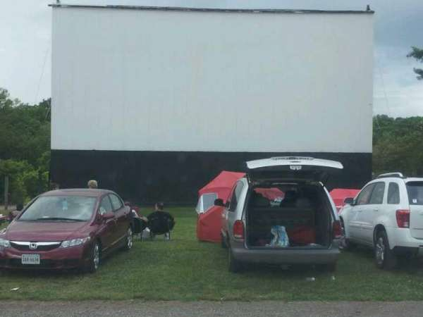 Eden Drive-In, section: middle, rangée: second