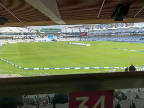 Lord's Cricket Ground, section: Warner Stand, rangée: Terrace Level 1, siège: 34