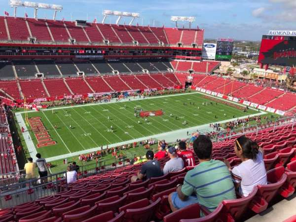 Raymond James Stadium, section: 331, rangée: N, siège: 1