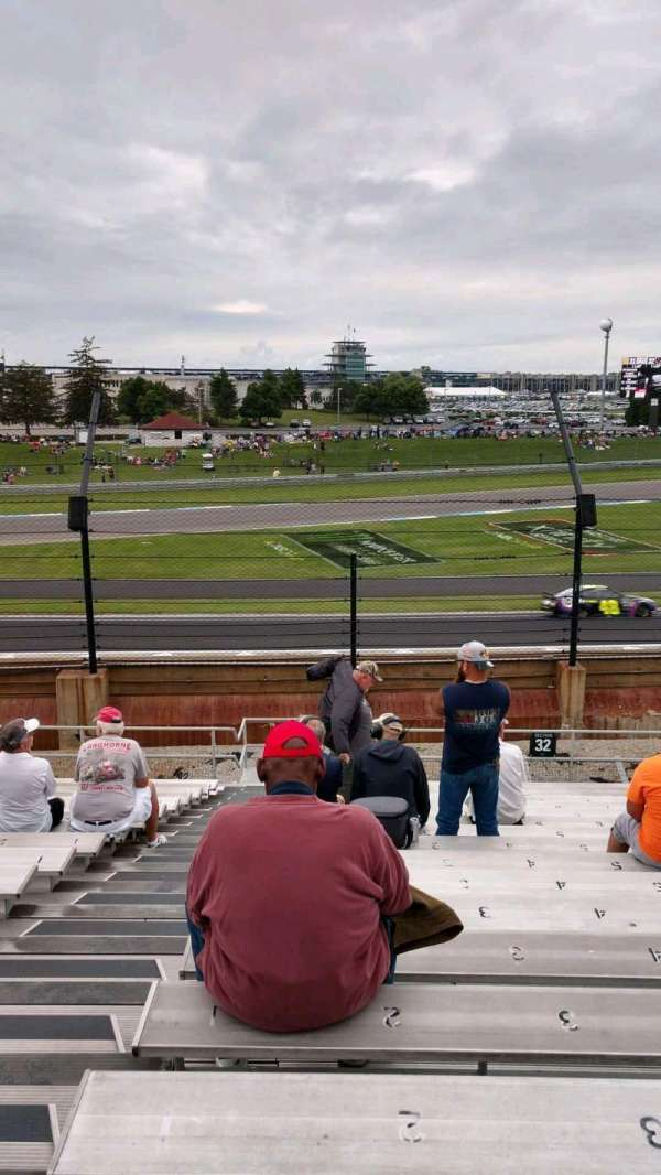 Indianapolis Motor Speedway, section: 32, rangée: V, siège: 1