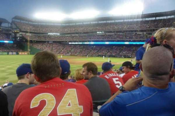 Globe Life Park in Arlington, section: 13, rangée: 18, siège: 7