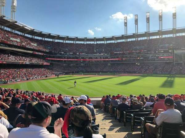 Progressive Field, section: 107, rangée: S, siège: 1