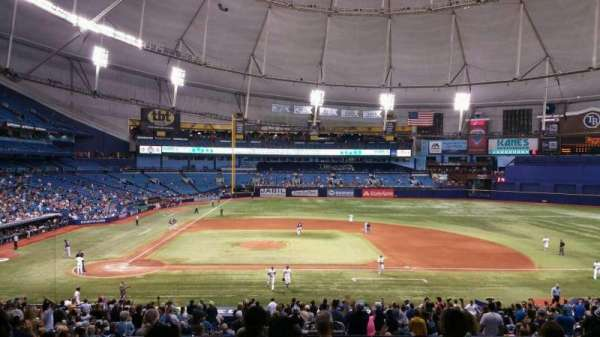 Tropicana Field, section: Rays Club 114, rangée: RR, siège: 4