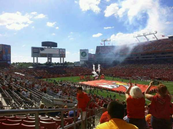 Raymond James Stadium, section: 243, rangée: T, siège: 1