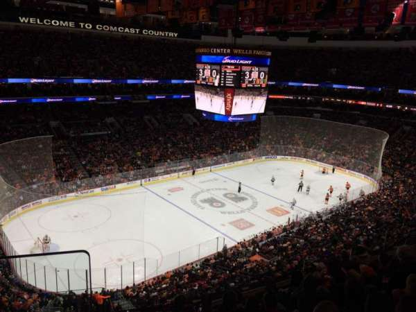 Wells Fargo Center, section: 222A, rangée: 8, siège: 1