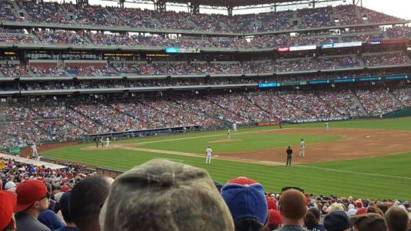 Citizens Bank Park, section: 111, rangée: 33, siège: 14