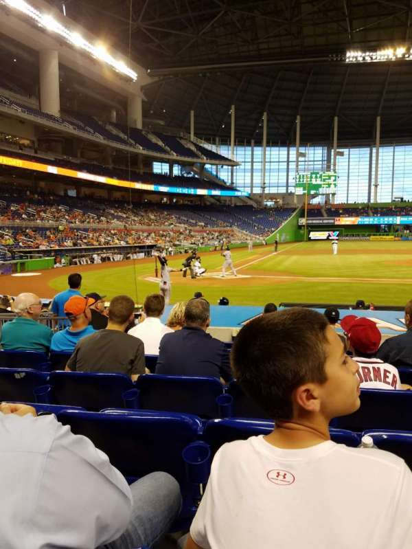 Marlins Park, section: FL5, rangée: 8, siège: 1