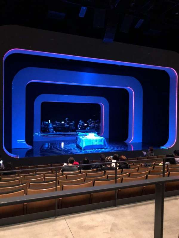 The Irene Diamond Stage at The Pershing Square Signature Center, section: Orchestra, rangée: H, siège: 103