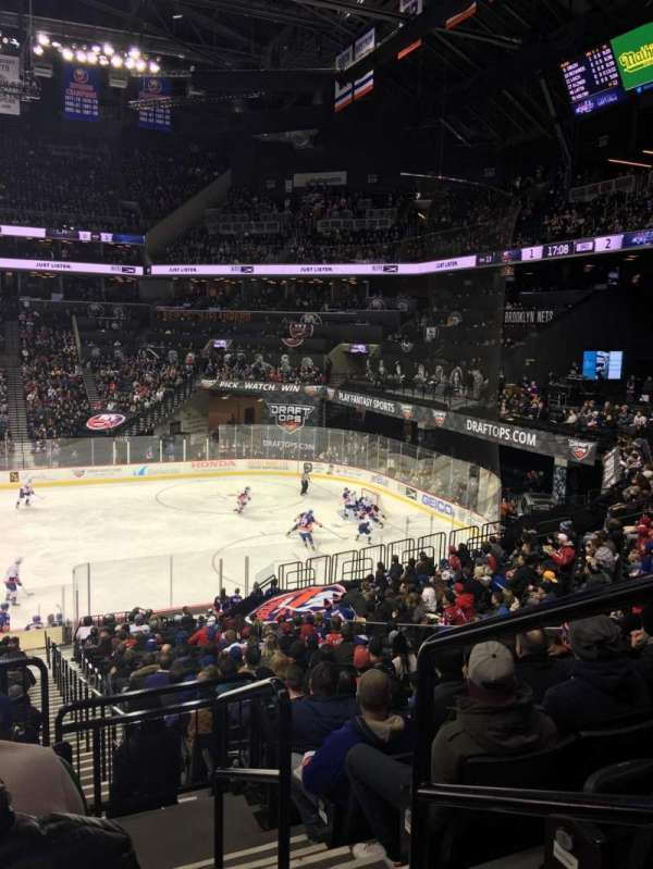 Barclays Center, section: 107, rangée: 7, siège: 1