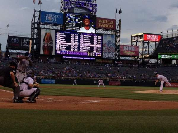 Coors Field, section: Coors Clubhouse B, rangée: 1, siège: 4