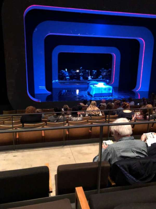 The Irene Diamond Stage at The Pershing Square Signature Center, section: Orch, rangée: J, siège: 104