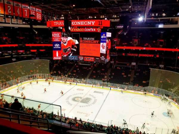 Wells Fargo Center, section: 208, rangée: 8, siège: 3