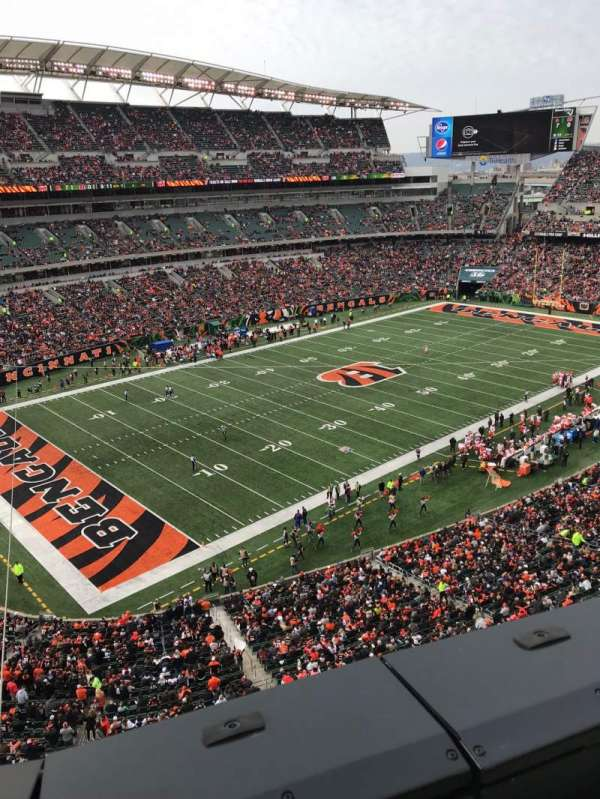 Paul Brown Stadium, section: 347, rangée: 1, siège: 14