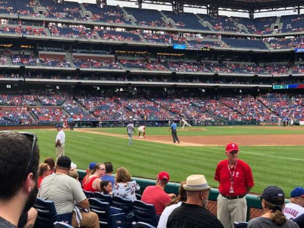 Citizens Bank Park, section: 111, rangée: 8