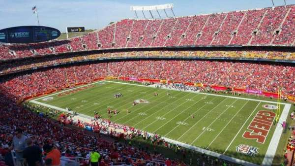 Arrowhead Stadium, section: 319, rangée: 22, siège: 14