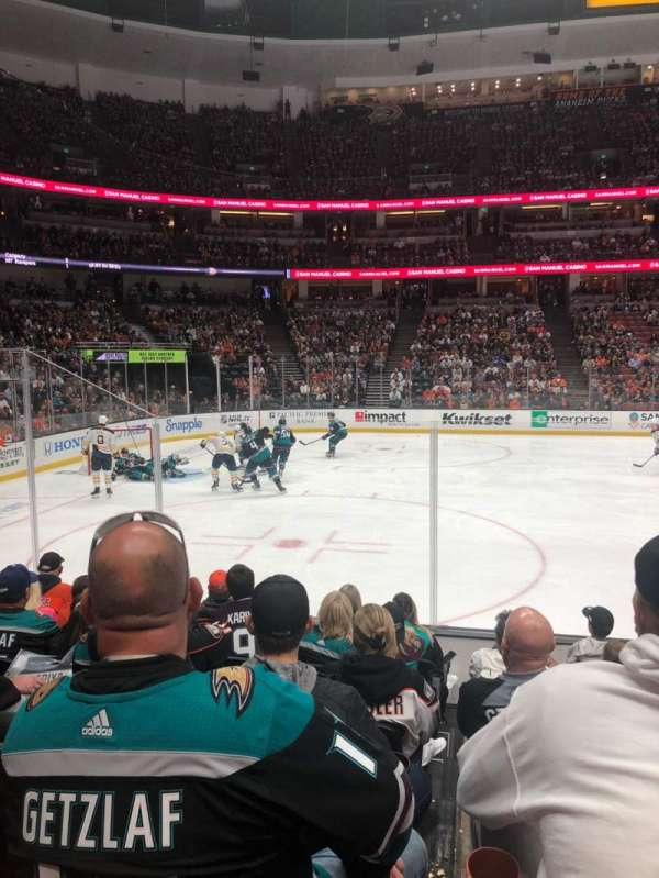Honda Center, section: 210, rangée: H, siège: 8