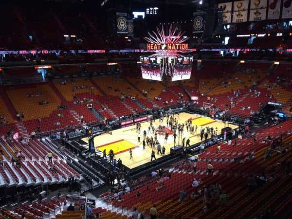 American Airlines Arena, section: 328, rangée: 01, siège: 07