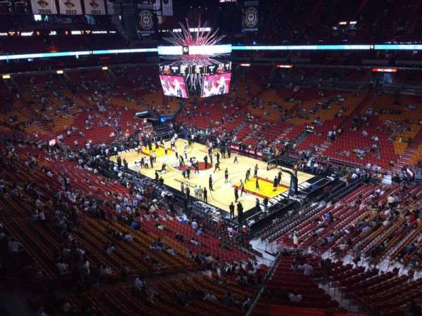 American Airlines Arena, section: 305, rangée: 03, siège: 01