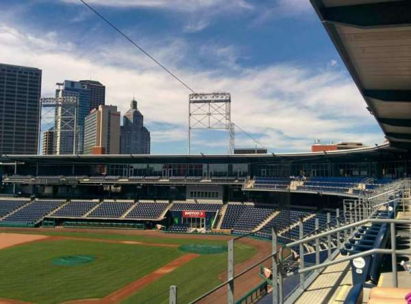Dunkin' Donuts Park, section: S16, rangée: B