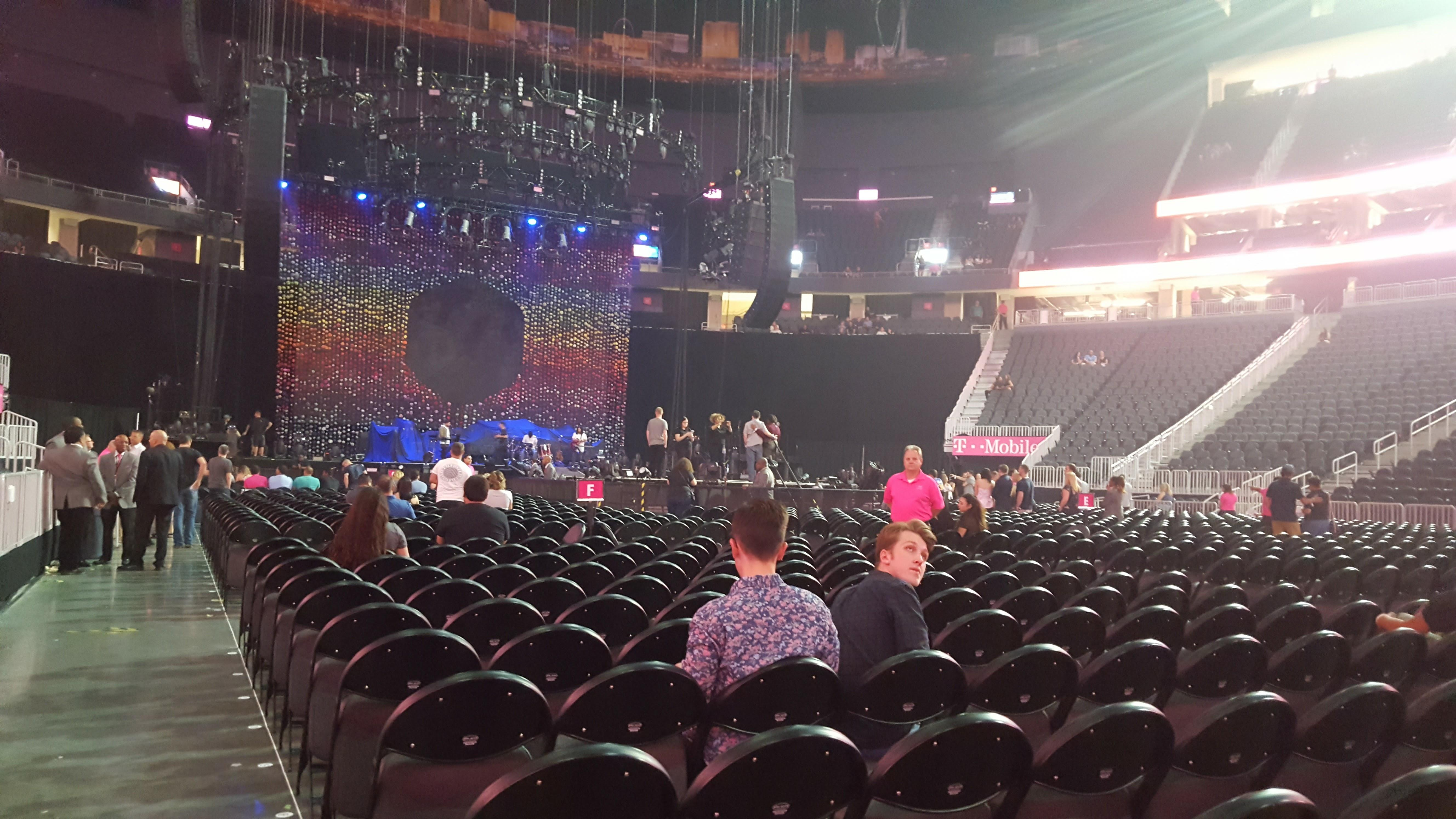T-Mobile Arena Section Floor J Rangée M Siège 1 and 2
